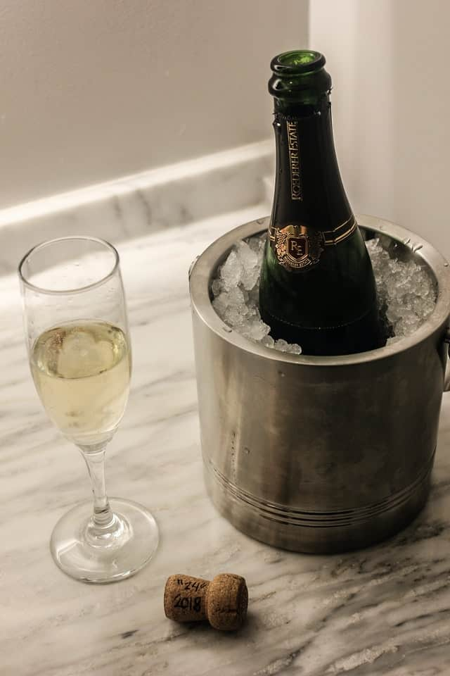 How to Properly Serve Champagne
